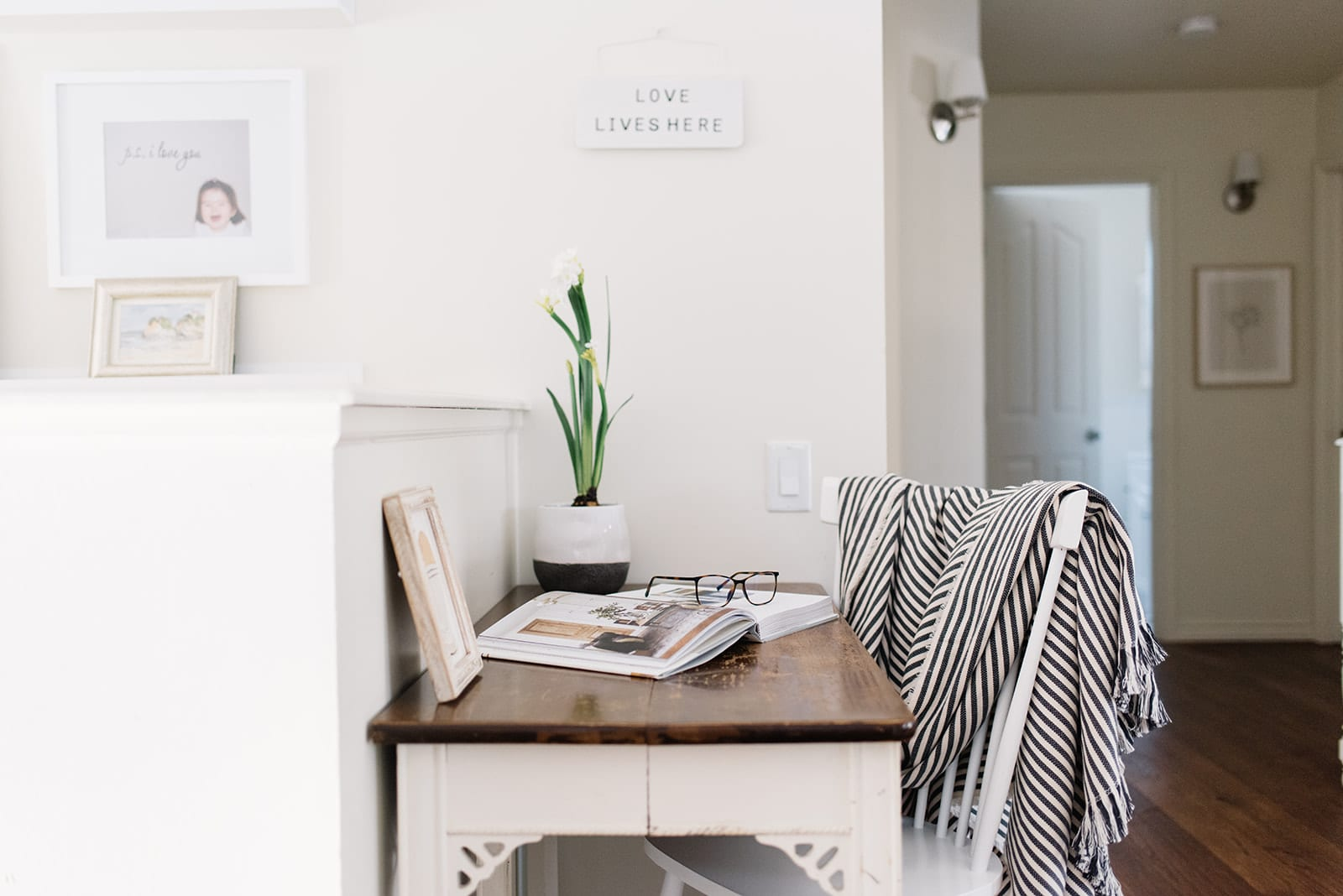 A small office nook with a table and chair