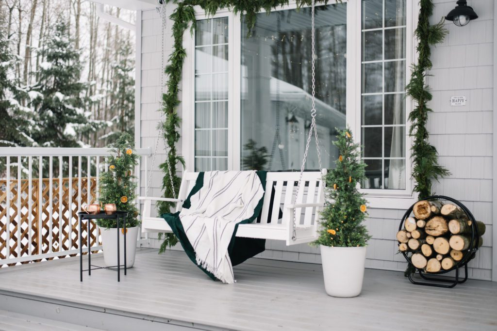 A minimal front porch with fresh Scandi style for Christmas