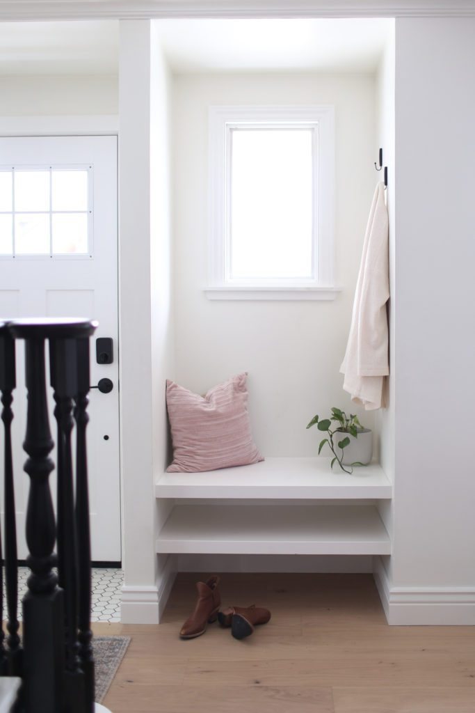 The front entrance nook with built in bench and hooks for jackets.