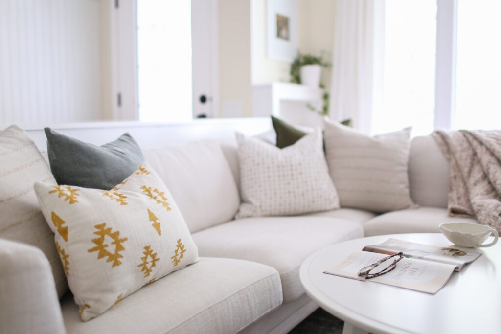 styling throw pillows on a sectional